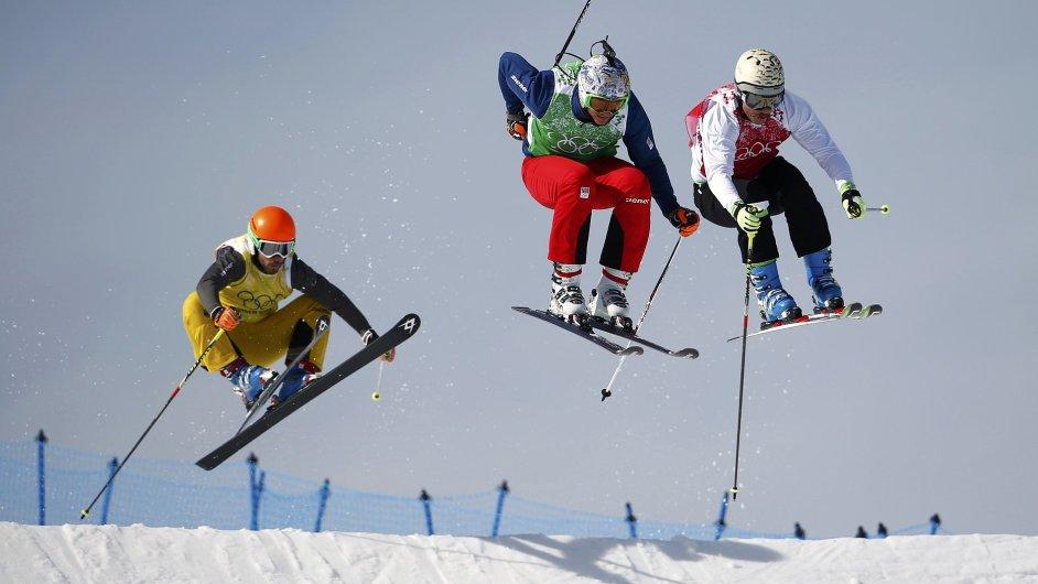 Tomáš Kraus (uprostřed) v akci