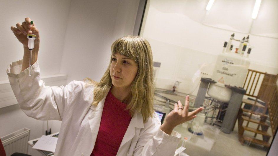 Vědkyně v centru CEITEC, ilustrační foto