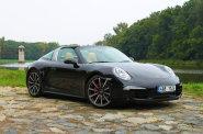 Porsche si v�� tradice. Targa designem odkazuje na sv� letit� p�edch�dce.