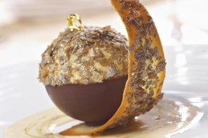 Ochutnejte sladký vánoční šperk: Kaštanové parfait s omáčkou Grand Marnier
