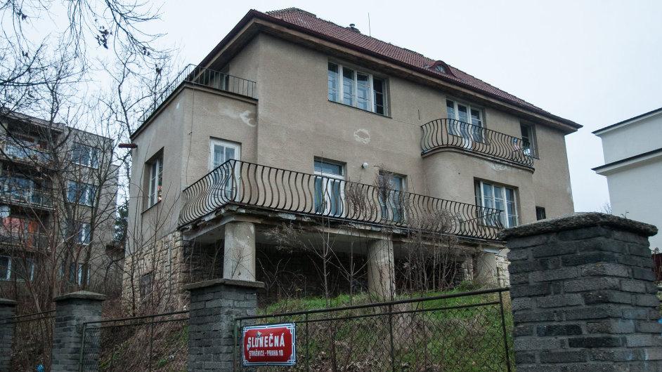 Vila v pražských Strašnicích, kterou koupil prezidentův kancléř Vratislav Mynář za 5,5 milionu korun.