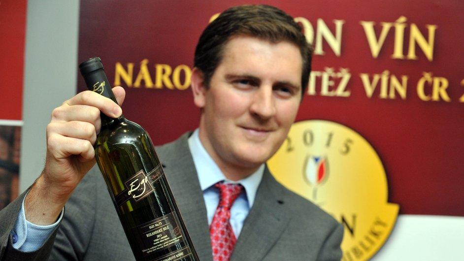 Šampionem Salonu vín 2015 se stalo Rulandské bílé, výběr z hroznů ročník 2013, ze Zámeckého vinařství Bzenec. Na snímku hlavní technolog firmy Vojtěch Vít.
