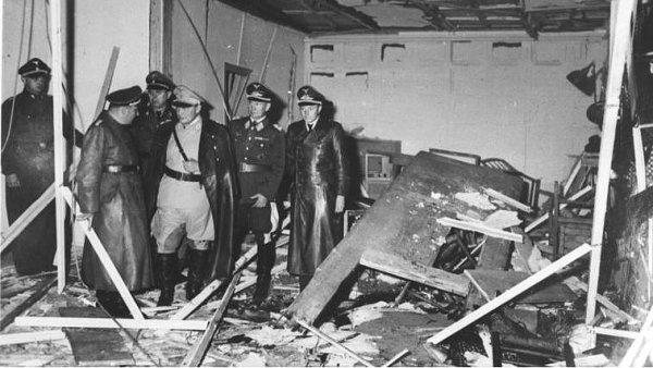 Ve Vlčím doupěti se 20. července 1944 pokusil na Hitlera spáchat atentát plukovník Claus von Stauffenberg.