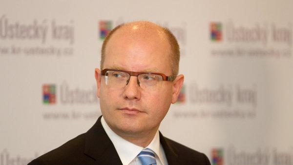 Bohuslav Sobotka ozn�mil na Twitteru, �e �esko svol� mimo��dn� summit V4.