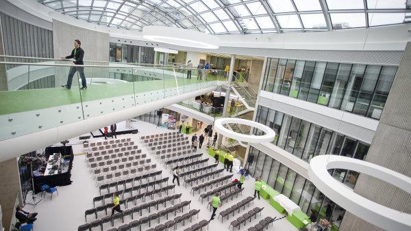 Největší a nejlepší vědecká centra bude z 90 procent hradit stát, týkat se to bude třeba brněnského Středoevropského technologického institutu (CEITEC).