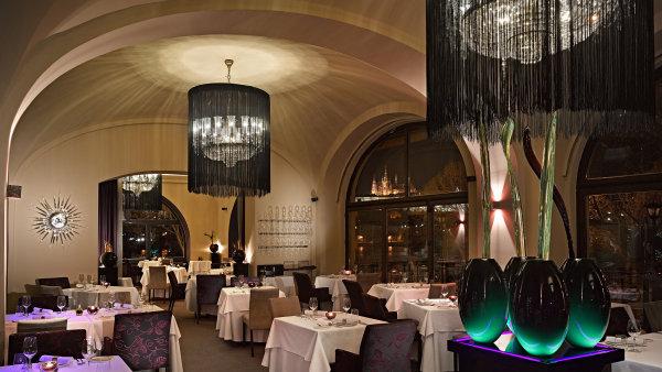 Dr�et krok s�dobou a�inspirovat se sv�tovou gastronomi�. Takov� jsou z�sady elegantn� designov� restaurace Bellevue.
