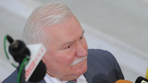 Lech Walesa podle polských médií donášel zhruba na dvacet lidí.