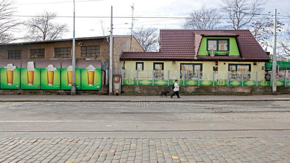 Třetídějství: Smíchovské nádraží.