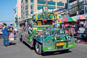 Vysm�t� metropole Manila: Navzdory apokalyptick�mu ruchu m�lokdy naraz�te na n�koho na�tvan�ho