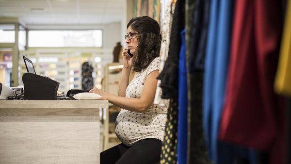 Žena má nárok na mateřskou, když během dvou let před porodem odpracuje alespoň 270 dní a je zaměstnaná - Ilustrační foto.