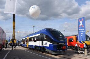 Hyperloop m� v N�mecku konkurenci. Na veletrhu zaujal projekt magnetick�ch vlak� jezd�c�ch t�sn� nad d�lnic�