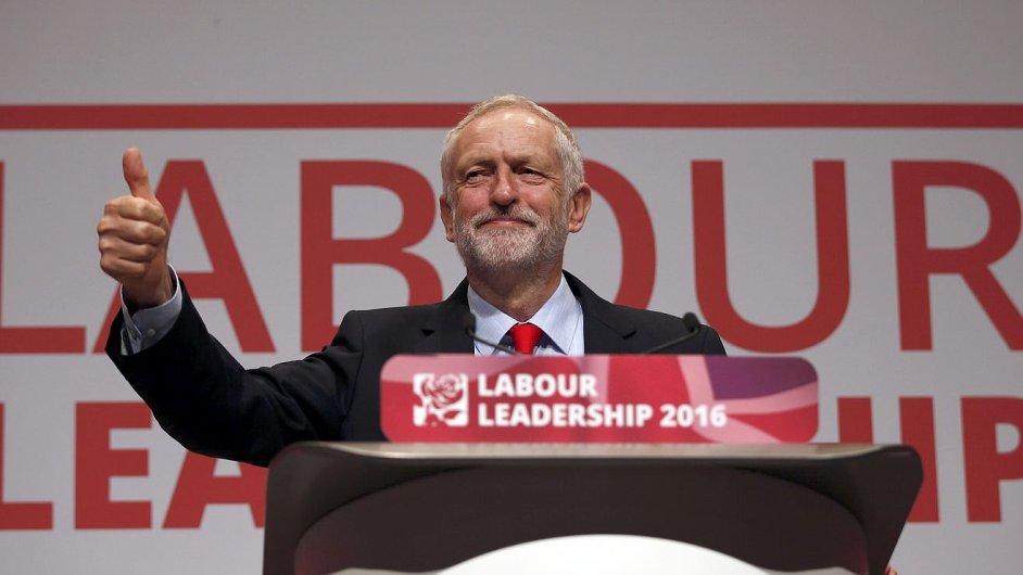 Jeremy Corbyn obhájil předsednické křeslo britských labouristů.