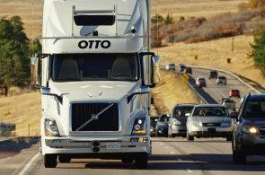 První kamiony bez řidičů vyrazí na evropské silnice za dva roky. Budou jezdit v párech