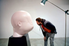Pičus je můj autoportrét, říká konceptuální umělec Viktor Frešo. Vystavuje v pražské galerii
