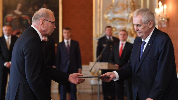 """Prezident jmenoval ministrem financí Pilného. Chci vyjádřit """"velkou úctu"""" odcházejícímu Andreji Babišovi, řekl Zeman"""