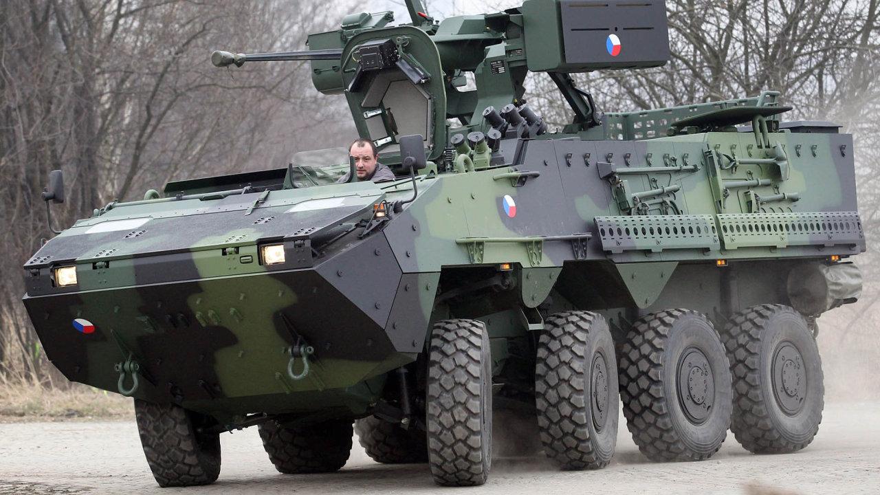 Nákupy techniky představují velký byznys. Tatra získala zakázku na 33 vylepšených samohybných houfnic Dana za 1,5 miliardy korun. Za dvě miliardy tato firma dodá i obrněné vozy Pandur.