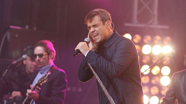 Robbie Williams je na snímku z října 2009, kdy vystoupil v Berlíně.