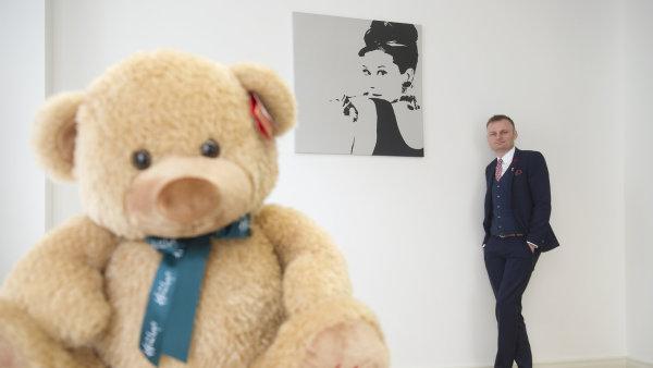 Popražské pobočce dnes Pavel Čmelík otvírá veVaršavě druhou franšízovou prodejnu britského hračkářství Hamleys vestřední Evropě.