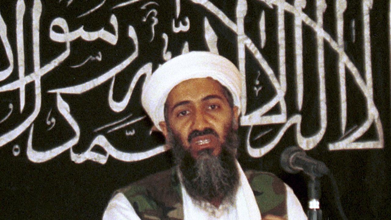 Vůdce teroristické sítě al-Káida Usáma bin Ládin na snímku z roku 1998.
