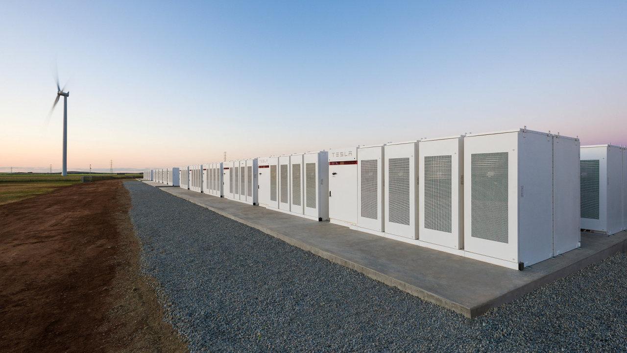 Největší lithium-iontová baterie je hotová. Americká Tesla ji postavila v australském Hornsdalu.