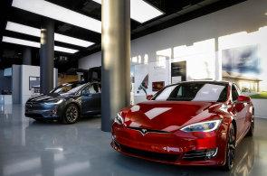 Tesla neplní výrobní plány a znovu pozastavila výrobu Modelu 3. Je to normální, chceme urychlit produkci, tvrdí firma