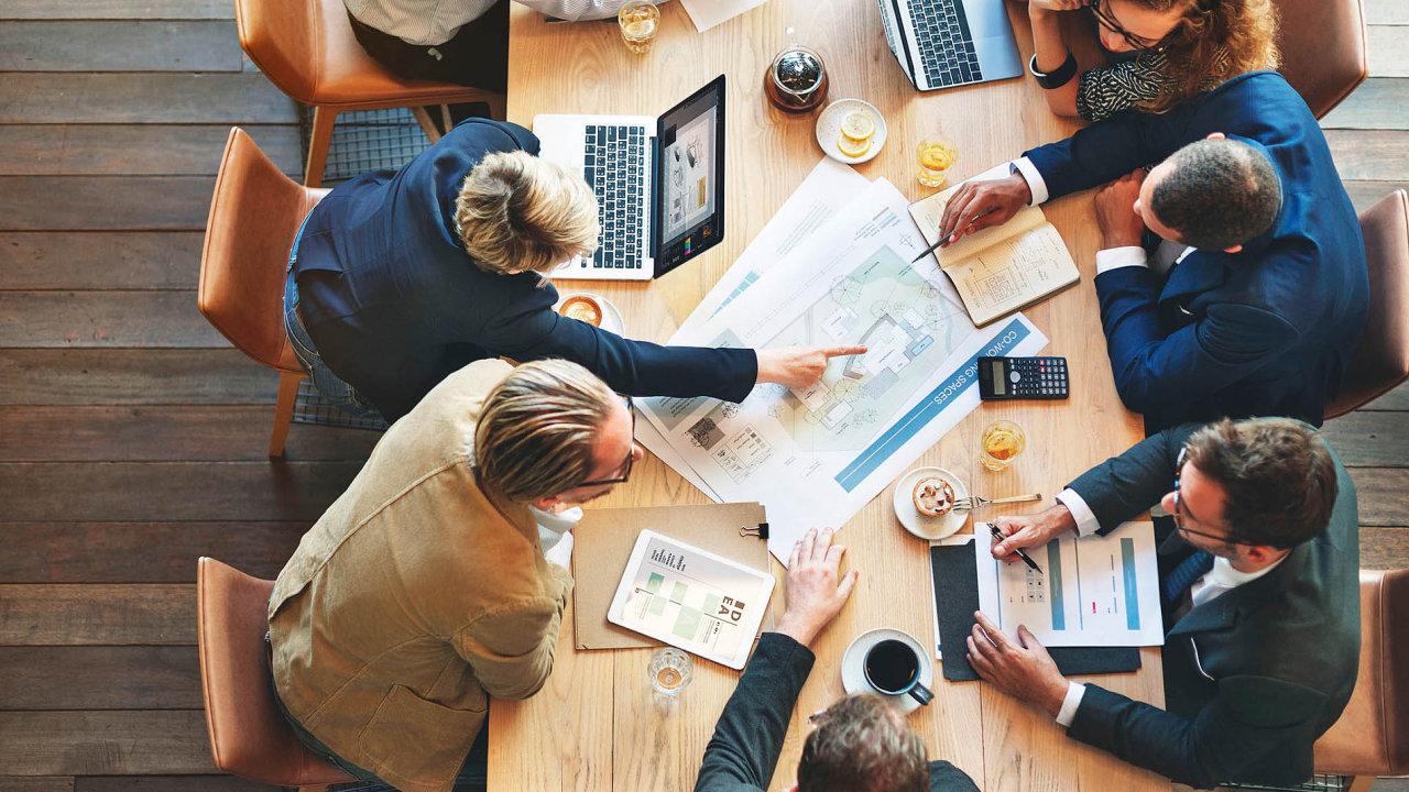 Problémem kolaborativní logistiky je obrovská náročnost z hlediska IT. Těžké je také rozdělení pravomocí a povinností mezi spolupracujícími firmami.