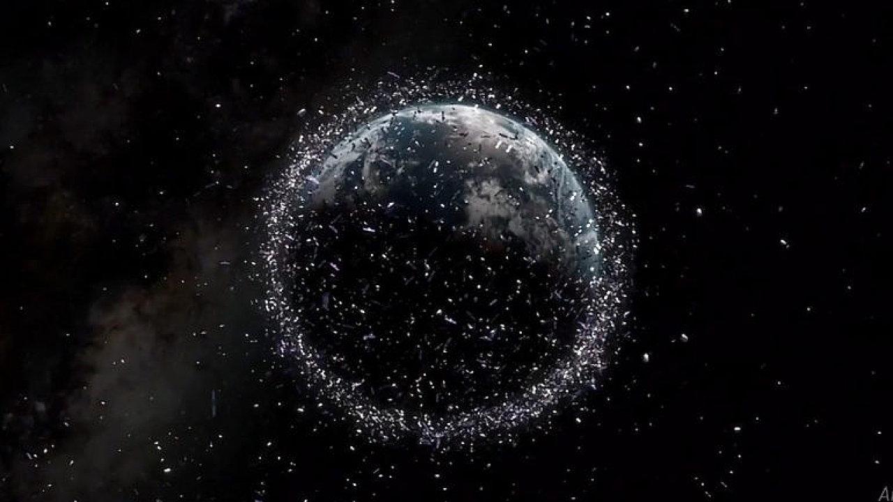 Vesmírný odpad nám přerůstá nad hlavou. Pomoci může tanec nebo síť