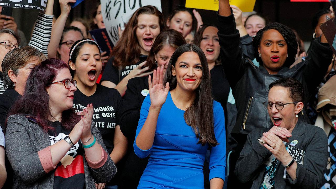 Nová tvář demokratů: Osmadvacetiletá kandidáta doKongresu Alexandria Ocasio-Cortezová zNew Yorku je symbolem nástupu levicového křídla vamerické Demokratické straně.