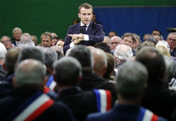 Francouzský prezident Emmanuel Macron obvinil některé chudé lidi, že jen využívají sociální systém.