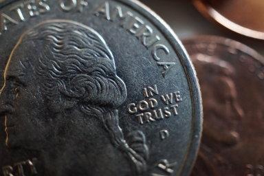 V Boha věříme, píše se  na amerických mincích i bankovkách.