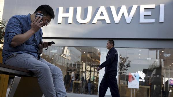 Trump zasadil Huaweii ránu, z které se nemusí zotavit. Bez Androidu a čipů firmě nepomůže nic, ani vlastní software