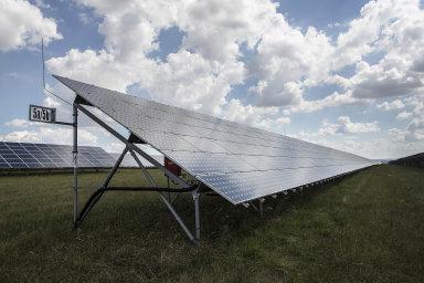 Česko čeká další výstavba solárních elektráren ajiných obnovitelných zdrojů. Spodporou chce být stát po zkušenostech ze solárního boomu zlet 2009 a2010 opatrnější.