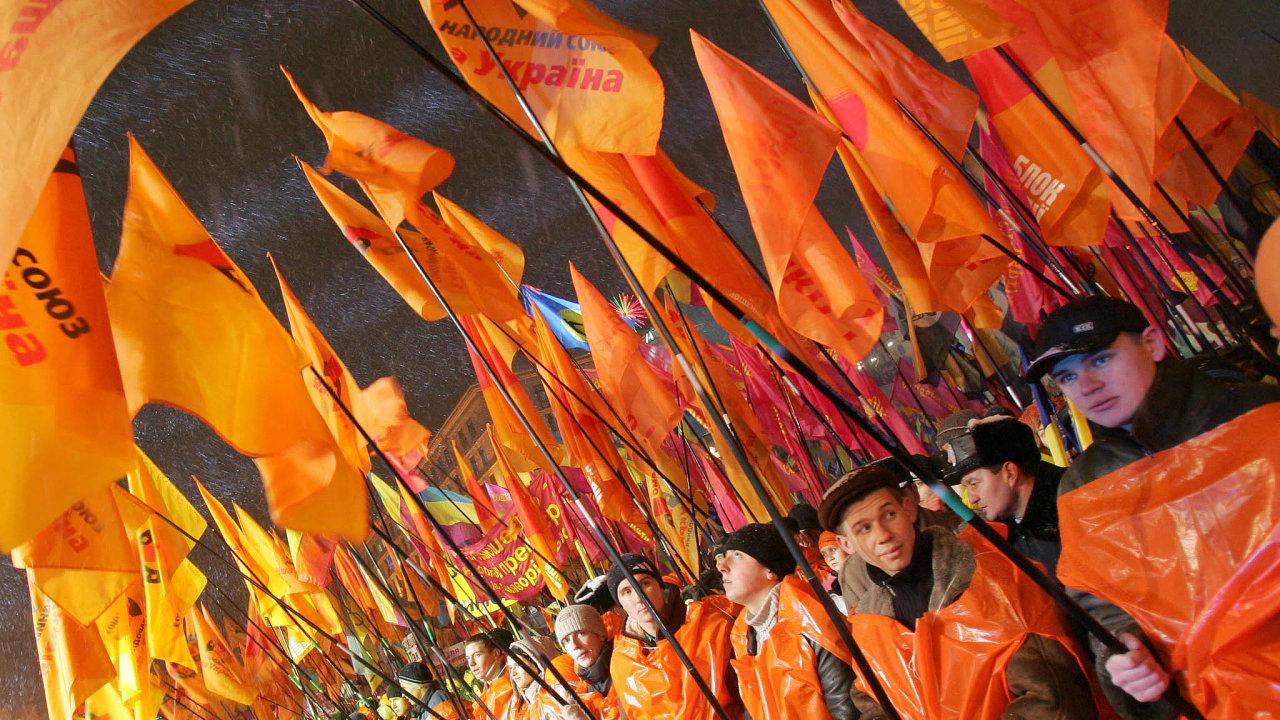 První výročí oranžové revoluce si vroce 2005 Ukrajinci připomněli nakyjevském náměstí Majdan, kde rok předtím demonstrovali proti zfalšovaným volbám. Brzy ale ztratili opoliticích iluze.