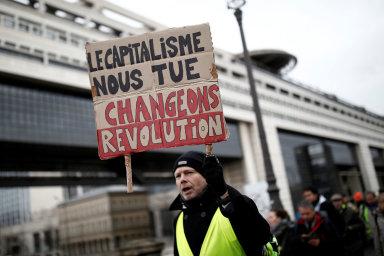 Doprava ve Francii je už čtvrtý den kvůli protestům ochromena. Kamiony blokovaly hlavní dopravní tepny