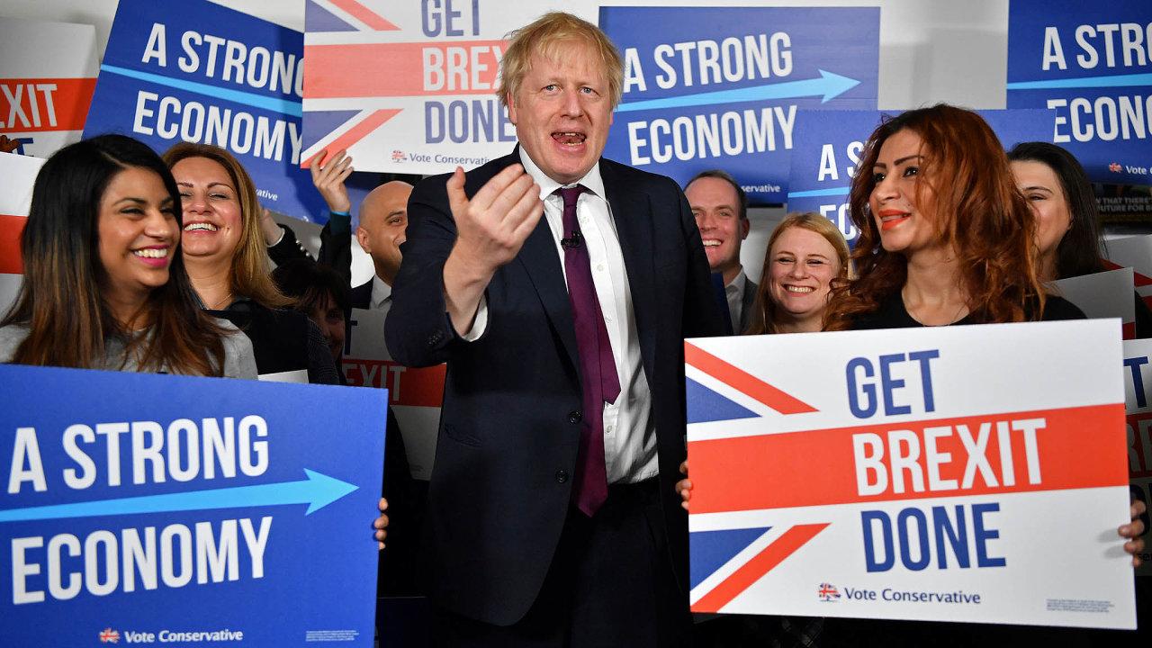 Trhy budou ve čtvrtek pozorně sledovat parlamentní volby veVelké Británii . Průzkumy zatím naznačují, že vyhraje Konzervativní strana včele sBorisem Johnsonem.