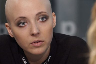 Slováčková: Bála jsem se léčby a nechtěla přijít o vlasy. Dávám rakovině na zadek.