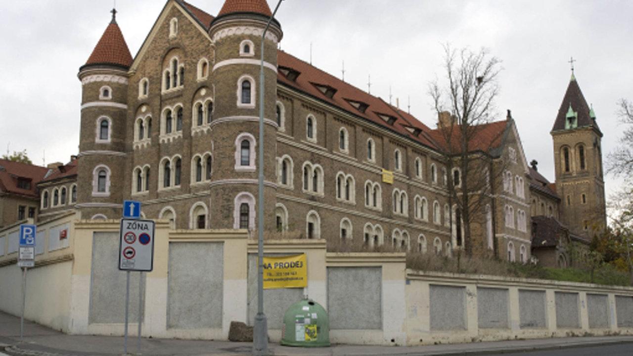 Zavíce než 350 milionů korun prodala Česká pošta rozsáhlý areál kláštera svatého Gabriela napražském Smíchově.