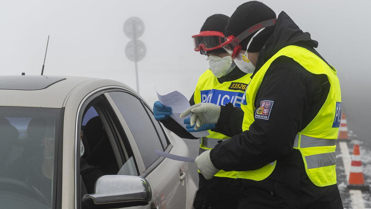 Policejní kontrola na česko-německém hraničním přechodu Cínovec/Altenberg.