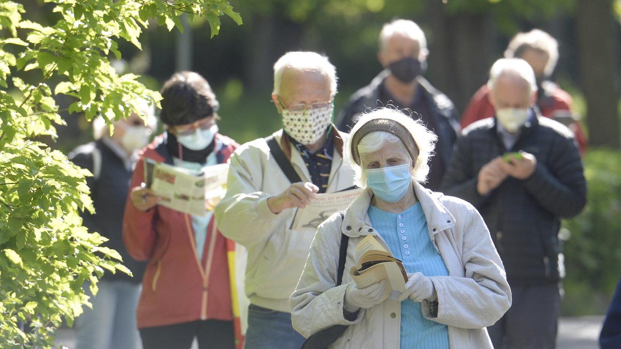 Na konci května bude v Česku celkem asi 8500 nakažených nemocí covid-19, myslí si statistici.