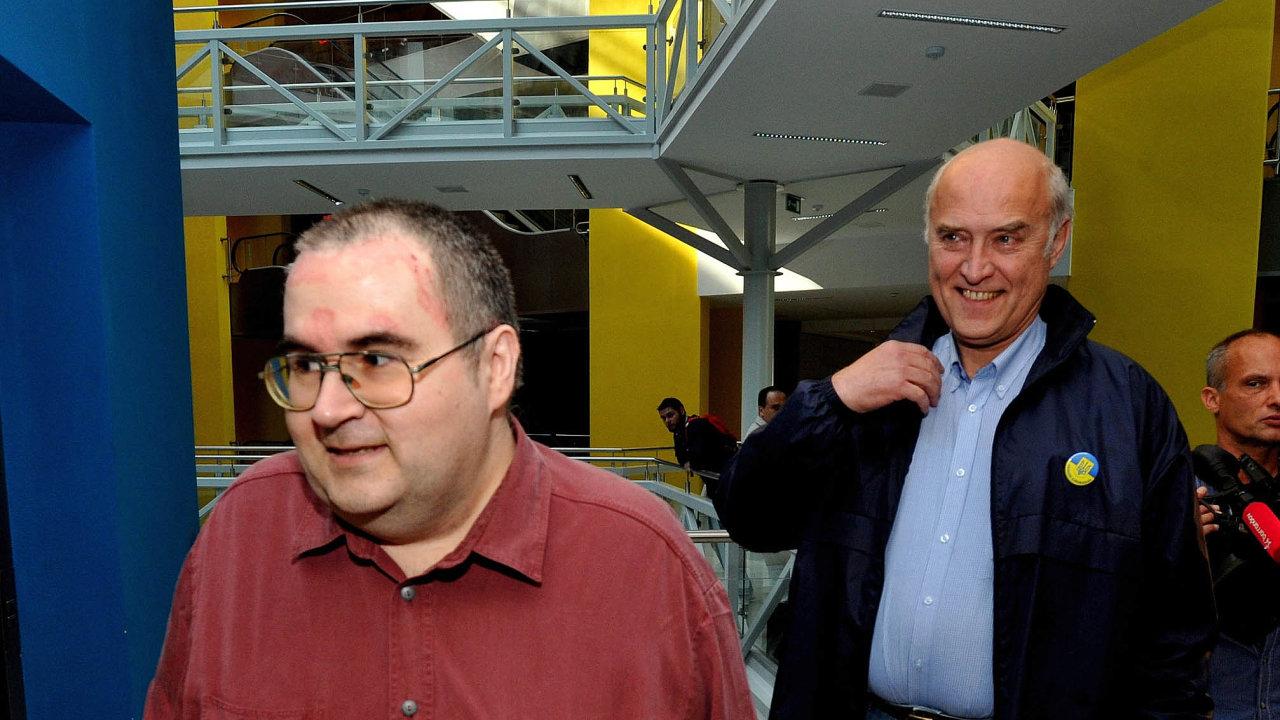 Právní aktivista Tomáš Pecina žádá vústavní stížnosti navrácení jmen dodatabáze.