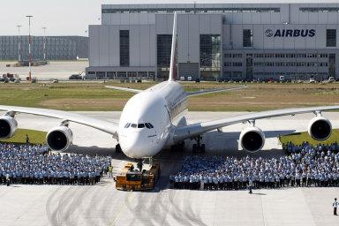 Airbus koncem dubna oznámil, že v letošním prvním čtvrtletí prodělal 481 milionů eur (přes 13 miliard Kč) po zisku 40 milionů eur před rokem.