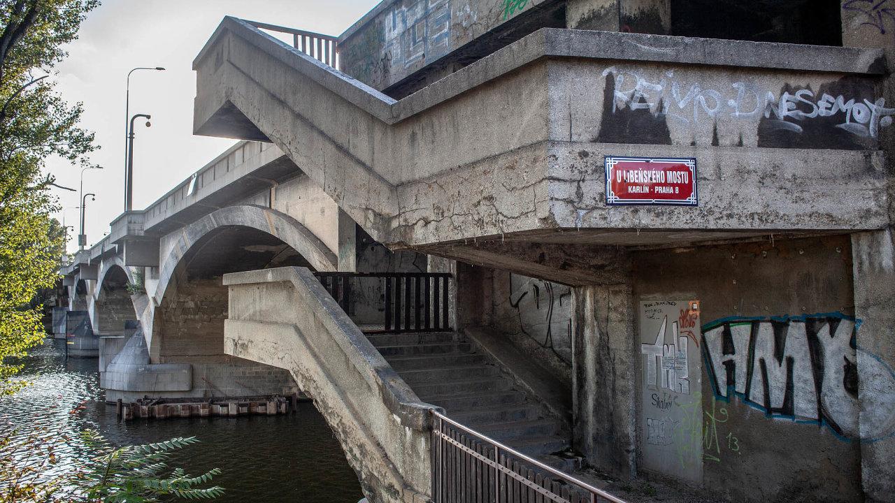Libeňský most je jeden z mnoha, který má projít náročnou rekonstrukcí.