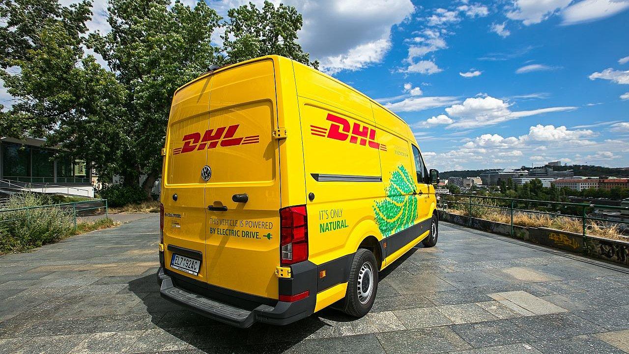 Flotilu elektrických dodávek Volkswagen e-Crafter si DHL Express pořídila pro v Brně i v Praze.