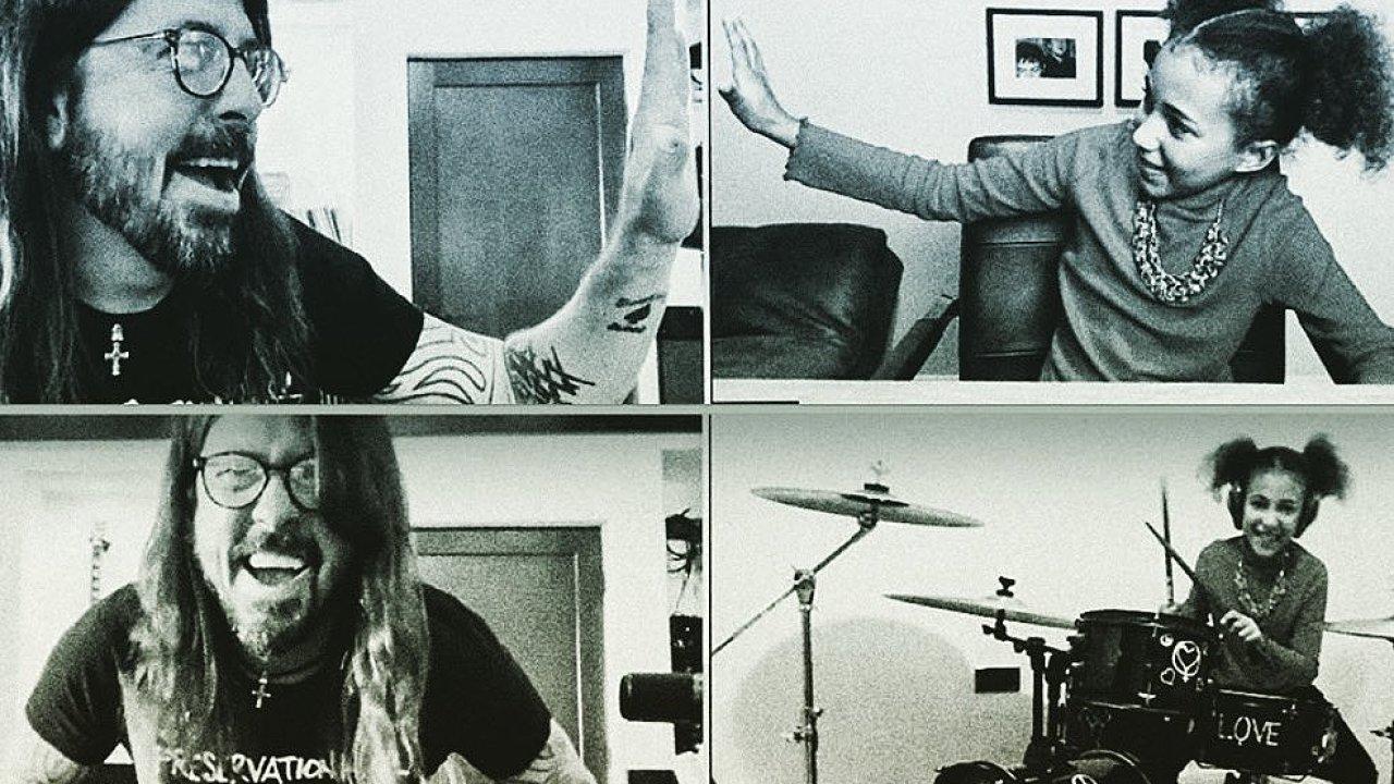 Rocková legenda Dave Grohl se setkal on-line s o čtyřicet let mladší nadějnou bubenicí Nandi Bushellovou díky deníku The New York Times.