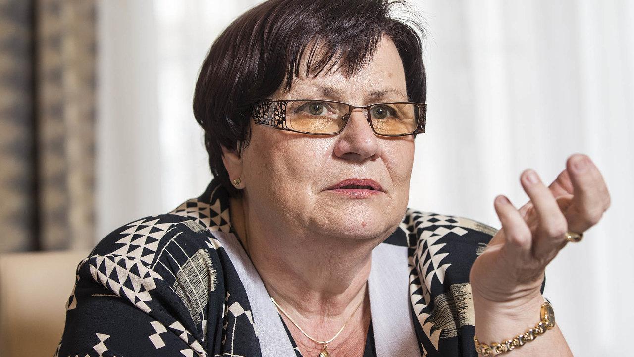 Ministryně spravedlnosti Marie Benešová (zaANO) před poslanci podpořila sněmovní verzi. Je podle ní