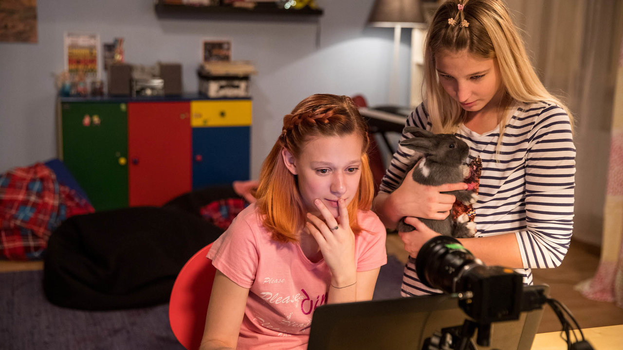 Dokument V síti byl nejnavštěvovanějším filmem loňského roku, průzkum České rady dětí a mládeže ukazuje, že většina mladých sdílí své fotky dobrovolně.