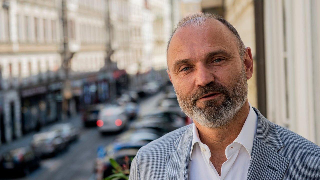 Bývalý ministr Ivan Langer je spolu s obžalovaným podnikatelem Ivanem Kyselým vlastníkem olomouckého domu, na kterém visí mnohamilionové exekuce.