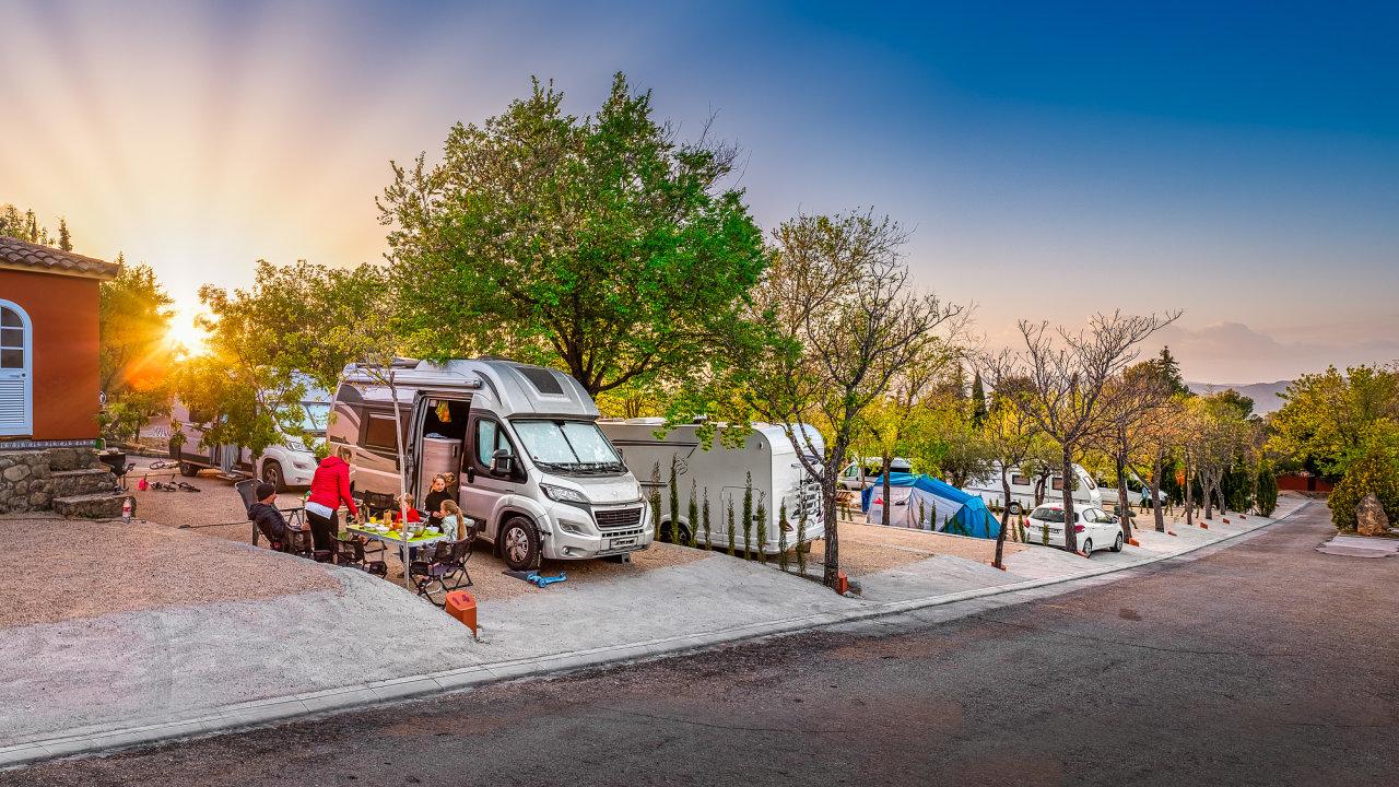 Aplikace Camperguru hodlá cestovatelům v obytných vozech nabídnout až tisíc míst po celé Evropě.
