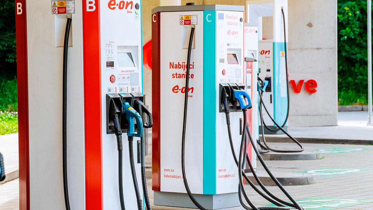 Elektřinu pro vozidla bude nutné zatížit 42procentní spotřební silniční daní stejně jako upaliv.