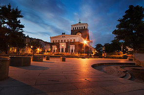 Noc kostelů protáhly děti světla nejdéle na Žižkově a Vinohradech